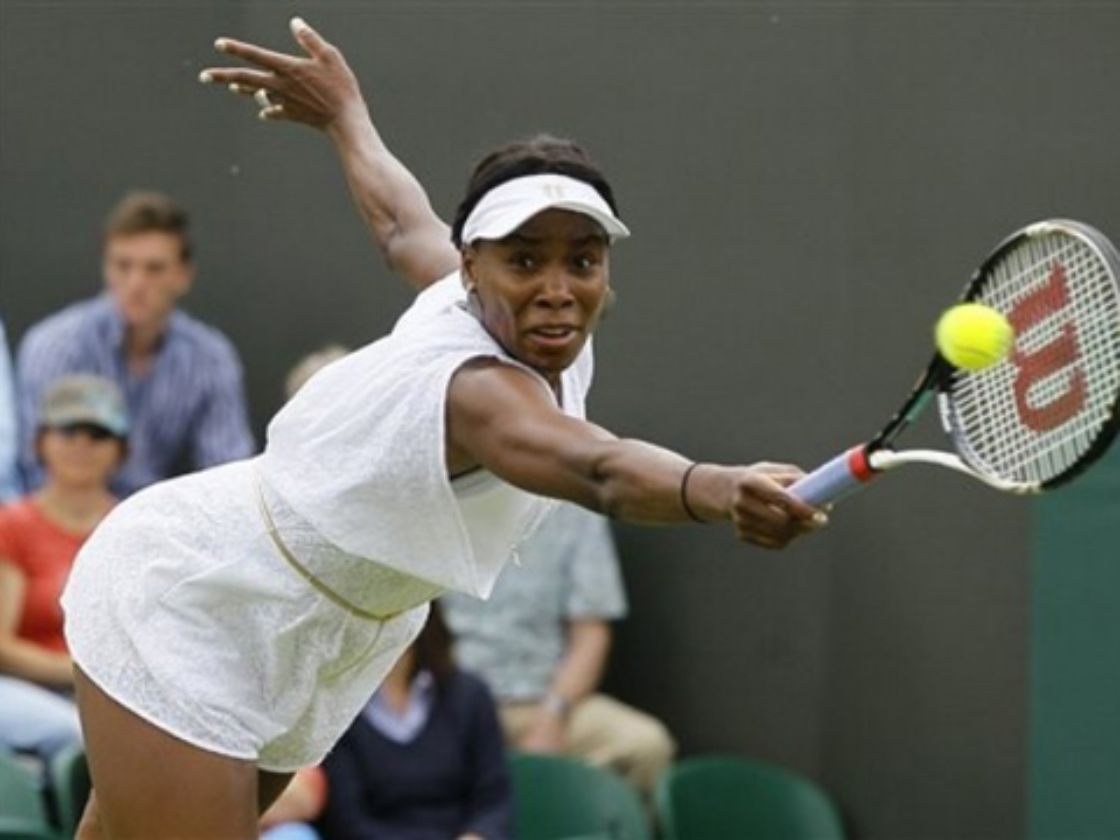 Venus Williams avanza en Wimbledon