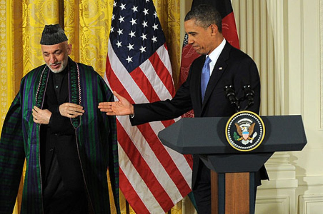 Obama y Karzai analizan mantener tropas después de 2014