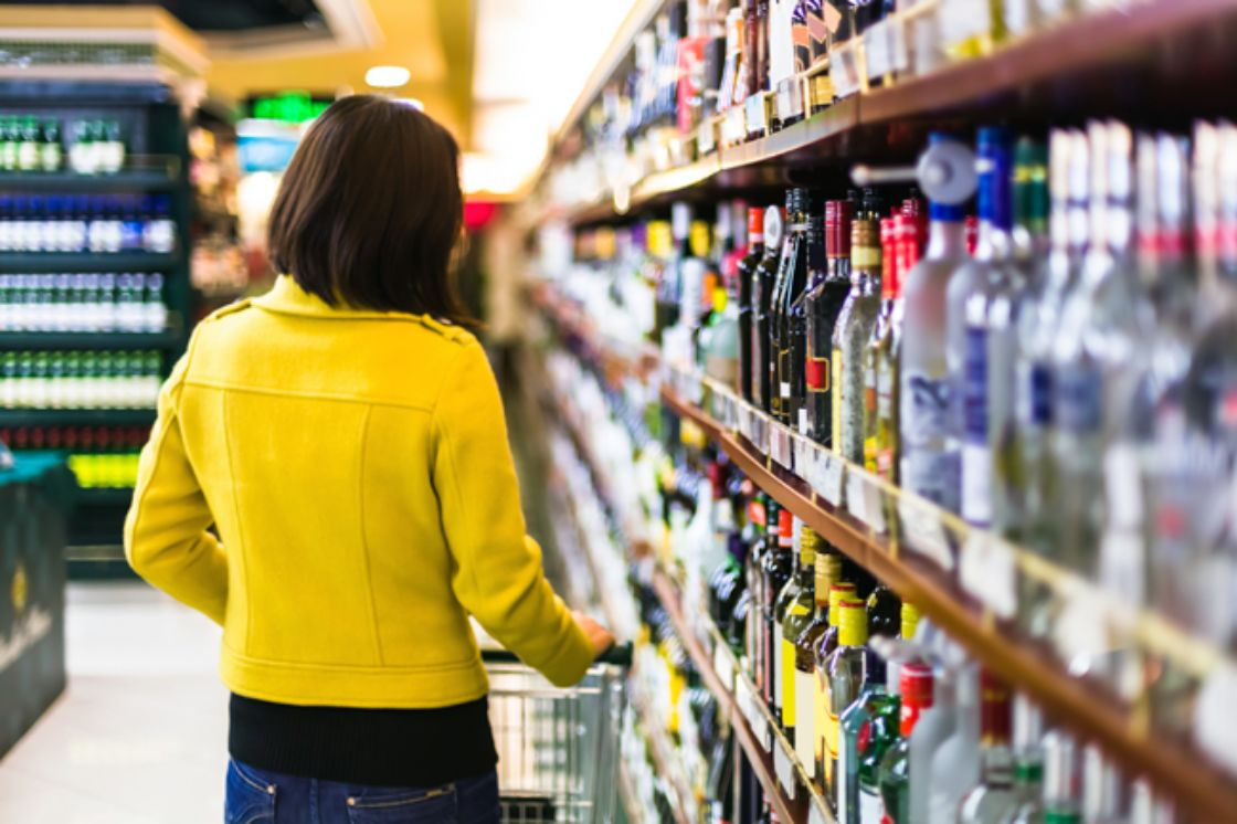 Aprueban norma contra alcohol adulterado