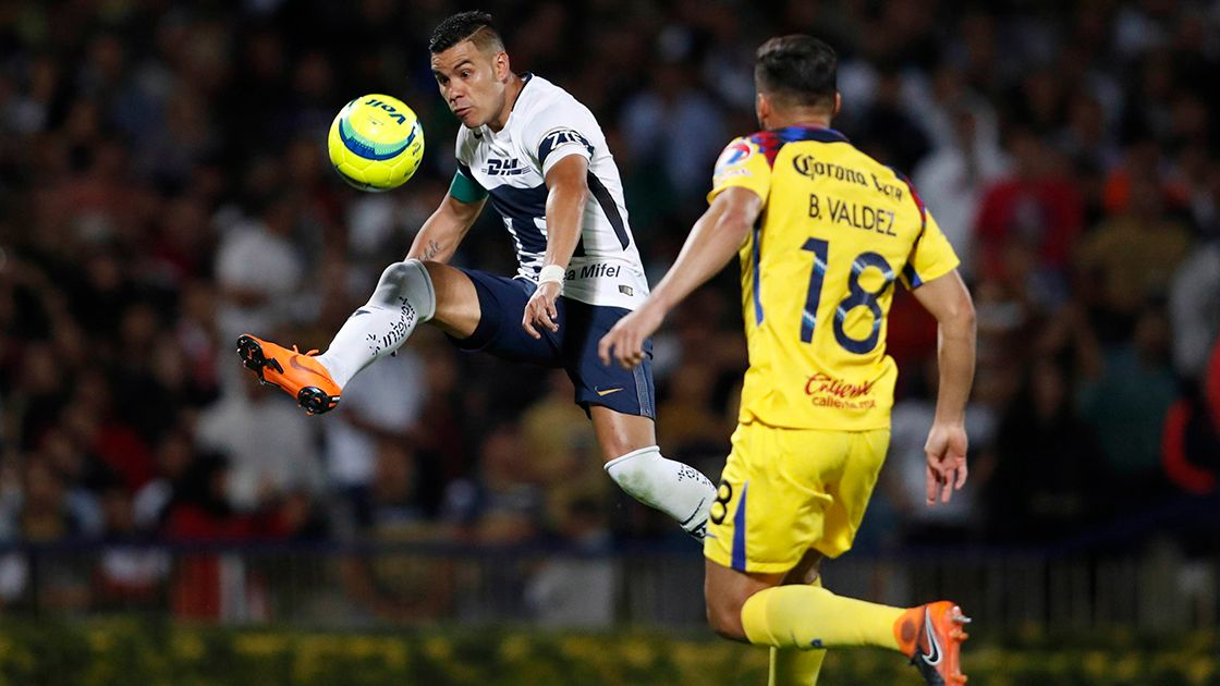 Pumas' Pablo Barrera, left, fights for the ball with America's Bruno Valdez during a Mexican soccer league quarterfinals match in Mexico City, Wednesday, May 2, 2018. (AP Photo/Eduardo Verdugo)