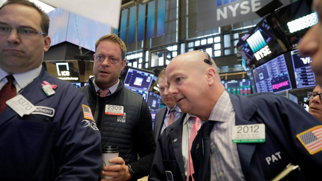 Wall Street se impone a tensiones